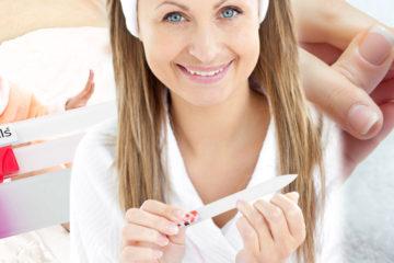 Hledáte ideální pilník na nehty, který je funkční a neotupí se? Takovým je skleněný pilník, který je vhodné doplnit i skleněnou pedikurní škrabkou.
