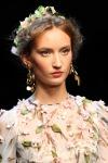 001-Dolce -x-Gabbana-ozdoby-do-vlasu-top-10-jarnich-ucesu-vlasy-strihy