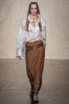 002-Donna-Karan-pokerova-tvar-top-10-jarnich-ucesu-vlasy-strihy