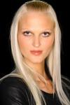 007-Donna-Karan-pokerova-tvar-top-10-jarnich-ucesu-vlasy-strihy