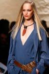 008-Donna-Karan-pokerova-tvar-top-10-jarnich-ucesu-vlasy-strihy