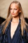 011-Donna-Karan-pokerova-tvar-top-10-jarnich-ucesu-vlasy-strihy
