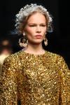 002-Dolce -x-Gabbana-ozdoby-do-vlasu-top-10-jarnich-ucesu-vlasy-strihy