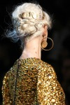 005-Dolce -x-Gabbana-ozdoby-do-vlasu-top-10-jarnich-ucesu-vlasy-strihy