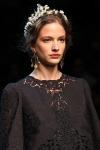 007-Dolce -x-Gabbana-ozdoby-do-vlasu-top-10-jarnich-ucesu-vlasy-strihy