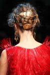 008-Dolce -x-Gabbana-ozdoby-do-vlasu-top-10-jarnich-ucesu-vlasy-strihy