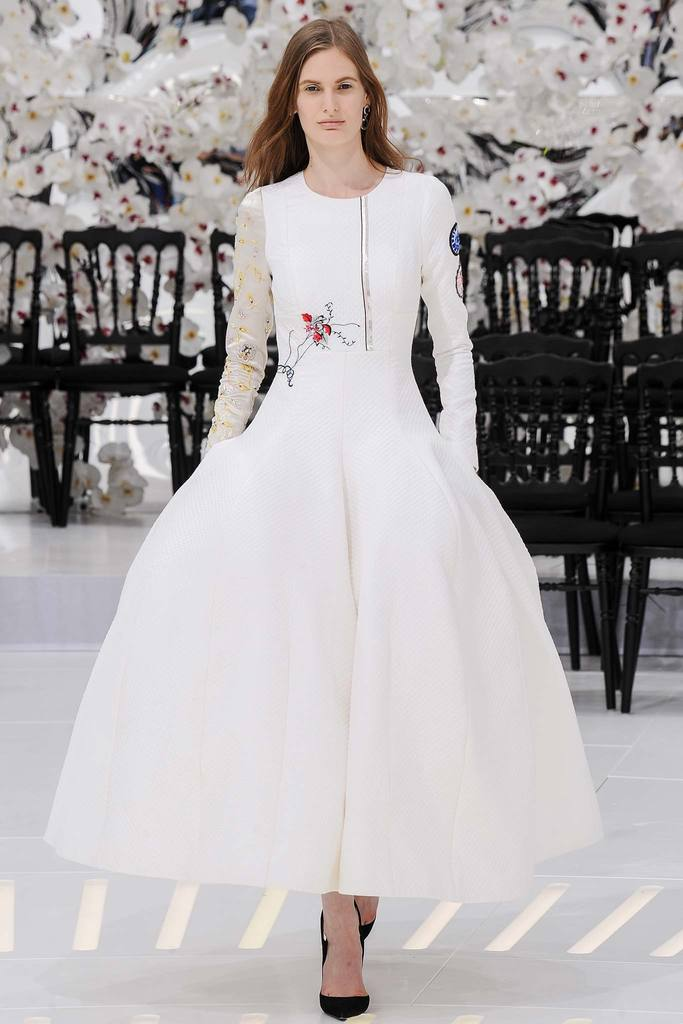 Luxusni Svatebni Saty Z Haute Couture 90 Uzasnych Modelu Pro Vas