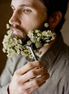 003-rozkvetle-brady-bradky