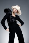 018-platinova-blond--vlasy-ucesy-strihy
