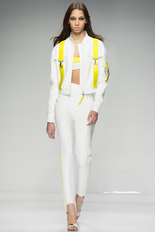 Atelier Versace Haute Couture Spring 2016. Luxusní sportovní móda jako pro  olympijské Rio 2016 df83282a4c