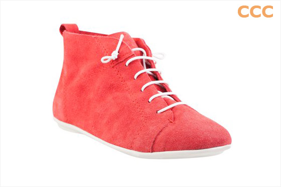 Kotníkové boty CCC z česané kůže v nejrůznějším barevném provedení