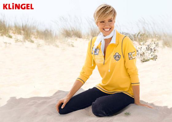 Jachtaři oblíbená žlutá patří také do módního námořnického stylu této sezóny. Tuto mikinu koupíte v e-shopu KLiNGEL.