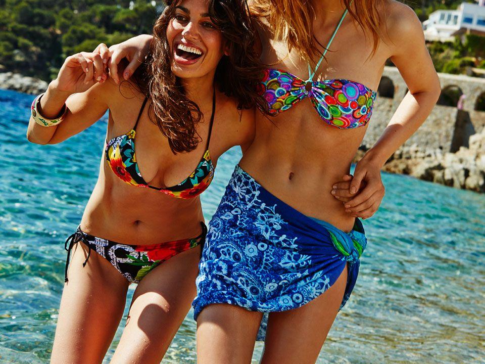 Plavky Desigual – léto 2014: Barvy a vzory Desigual osvěží plavky i plážové doplňky.