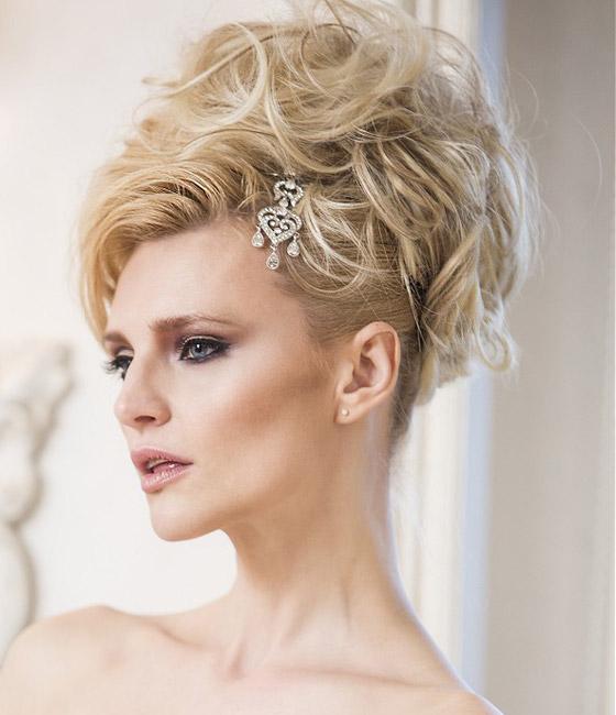Vyčesaný svatební účes pro blondýnku s vlnami. Anne Veck Hair: Desire Bridal Collection 2014