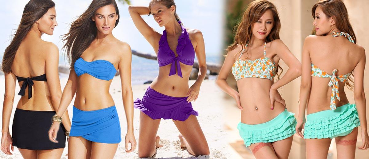 Bikiny, tankiny – to vše již nejspíš máte. Ale co plavky skirtiny? Plavky se sukní jsou hitem a to zejména díky tomu, že umí ukrýt drobné nedostatky postavy.