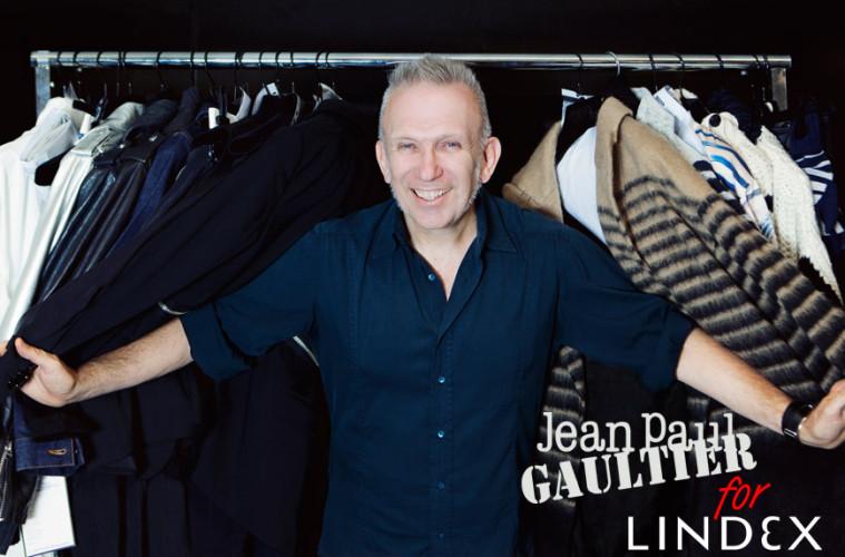 Gaultier for Lindex: Jean Paul Gaultier pózuje ve svém studiu při přípravě kolekce pro Lindex.
