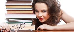 Zpátky do školy… jenomže co s vlasy? Všechny trendy účesy do školy, které se letos nosí, najdete i s velkou dávkou fotoinspirace v tomto článku.