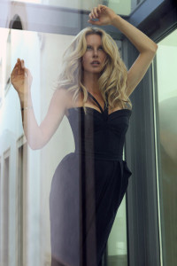 Kateřina Geislerová navrhla exkluzivní kolekci večerních šatů inspirovanou Simonou Krainovou.