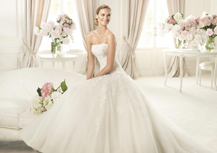 Svatební šaty 2015 z kolekce Pronovias Glamour.