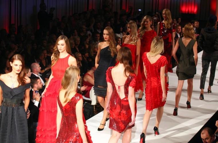 Defilé módní přehlídky Beáty Rajské na Unique Fashion Week podzim 2014.