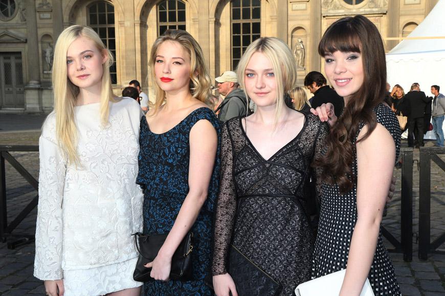 Zleva: Elle Fanning, Haley Bennett, Dakota Fanning, Hailee Steinfeld