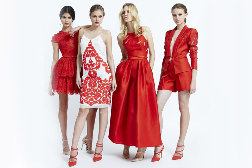 Červená jako koncepce na několika modelech s různou filozofií. Móda je z kolekce Zuhair Murad pro jaro a léto 2015.