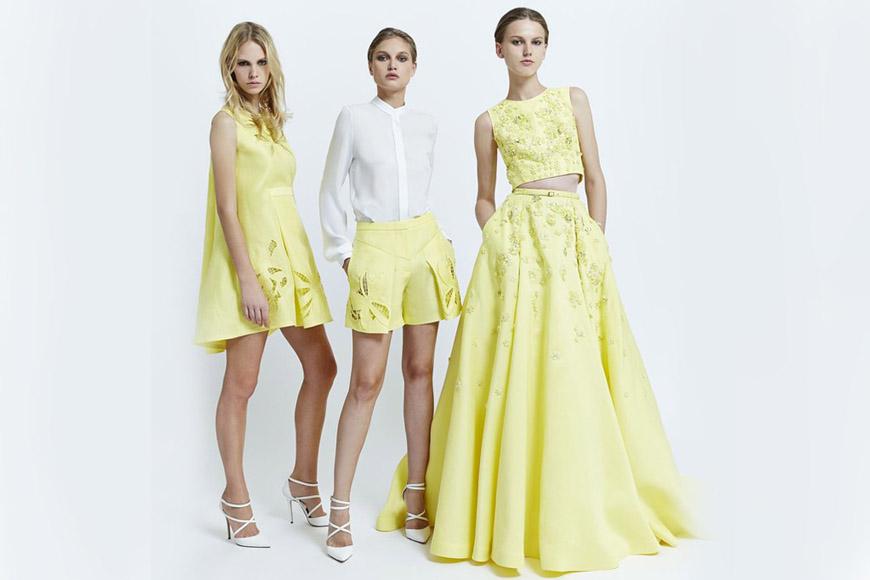 Nádherná pastelová žlutá je samostatnou větví v módní kolekci Zuhair Murad pro jaro a léto 2015.