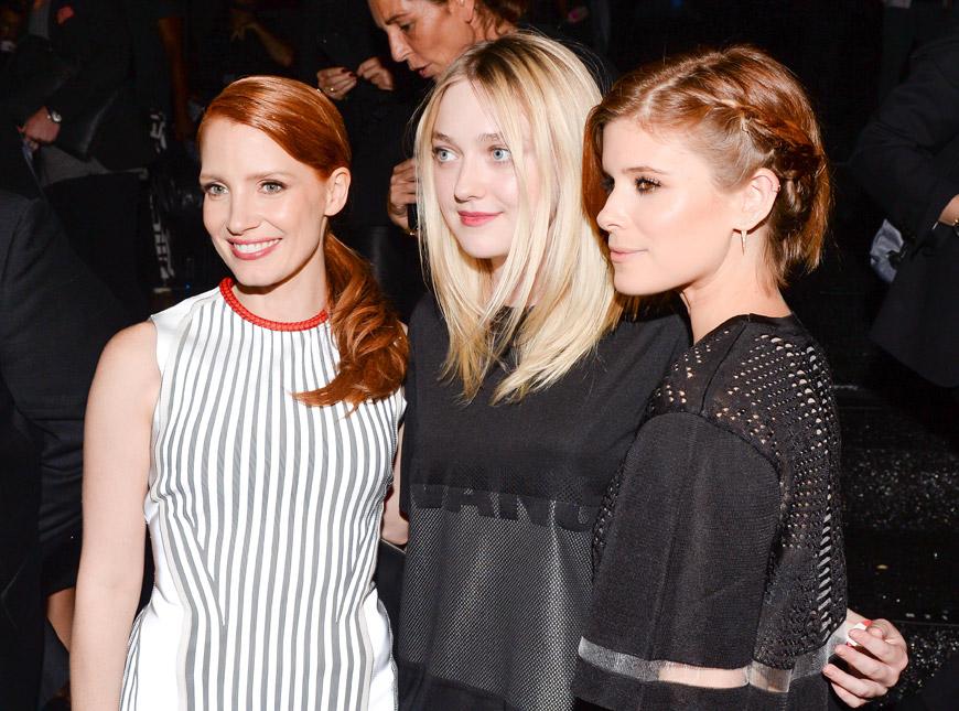 Jessica Chastain, Dakota Fanning a Kate Mara na módní přehlídce Alexander Wang for H&M.