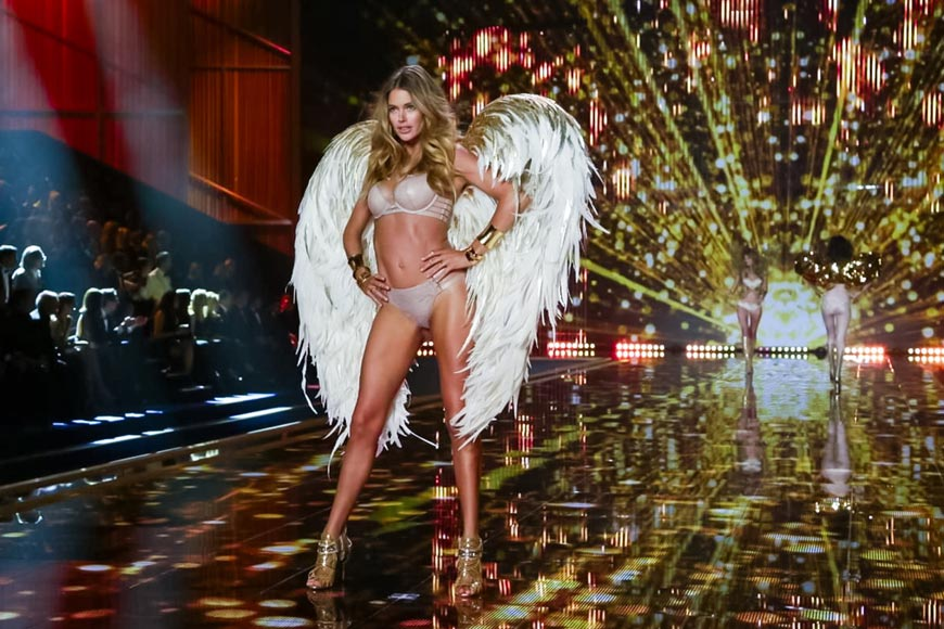 Kirkwood pro Victoria's Secret Fashion show se třpytil zlatem
