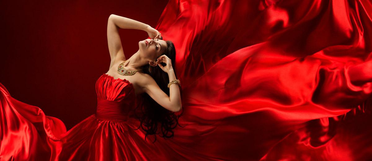 Plesová sezóna je v plném proudu a zvolit si správně plesové šaty podle etikety a dress code nemusí být vždy lehké. Jak na to?
