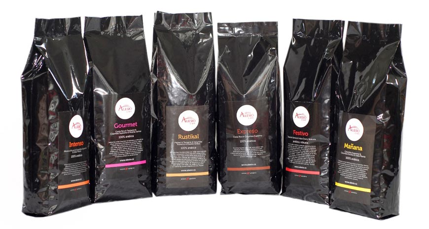 Zkuste vyvážené chuti kávy Alesio Café. Pomocí služby Kafe24.cz s donáškou kávy zdarma si můžete objednat také degustační balení, ve kterém ochutnáte všechny druhy zrnkové kávy, které Alesio Café nabízí.