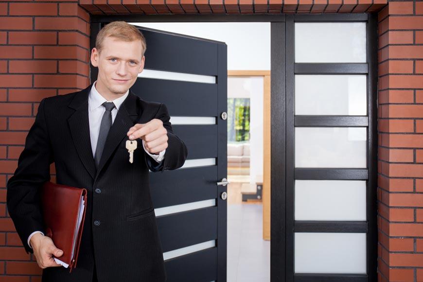 Nenechte se lovit realitními kancelářemi a makléři. Najděte pomocí služby Srovnani-makleru.cz toho pravého, který vám s prodejem či pronájmem nemovitostí pomůže přesně podle vašich představ.