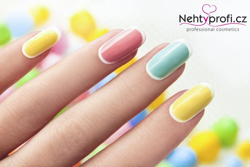 Komu příroda nenadělila přirozeně krásné a pevné vlastní nehty, může sáhnout po akrylových nebo gelových.