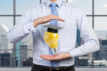 """Rozšiřte si své znalosti! Studujte MBA. Budete překvapeni, v kolika oblastech se vám díky novým informacím doslova """"rozsvítí""""!"""
