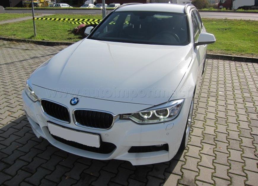 BMW řady 3 vyniká dynamikou, džínsy jsou pro dynamické lidi. BMW 3 je hospodárné, stejně tak jako džínsy, které jsou trvanlivé a investice do kvalitního modelu se vyplatí.