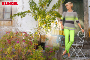 Svěží outfit KLiNGEL je jako stvořený pro jarní pobyt na chalupě nebo pro jarní dovolenou například ve Středomoří.