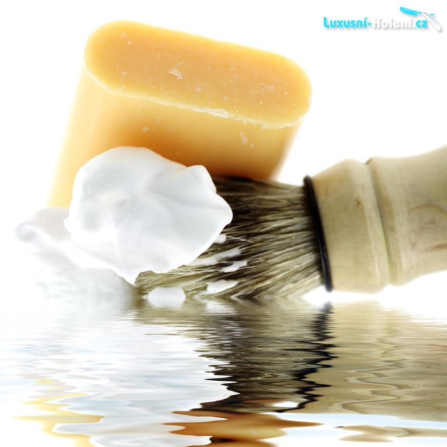 Kvalitní mýdlo na holení nedráždí a nevysušuje pleť – na rozdíl o běžných pěn na holení!