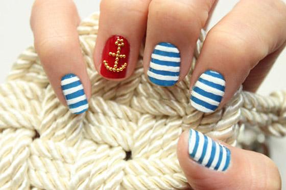 Manikúra v námořnickém stylu