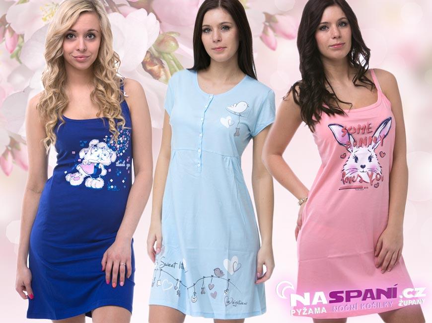 Potištěné dámské noční košilky s kresbičkami mají stále velký úspěch.