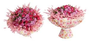 Růže se miluje s dalšími květinami. Zatímco se však tyto květiny podle módy mění, růže jako královna květin zůstává.