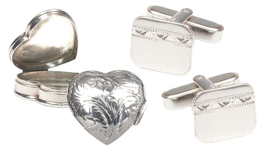 Dárkové předměty ze stříbra – stříbrná krabička a stříbrné manžetové knoflíčky. Koupíte je na Infinitysilver.cz