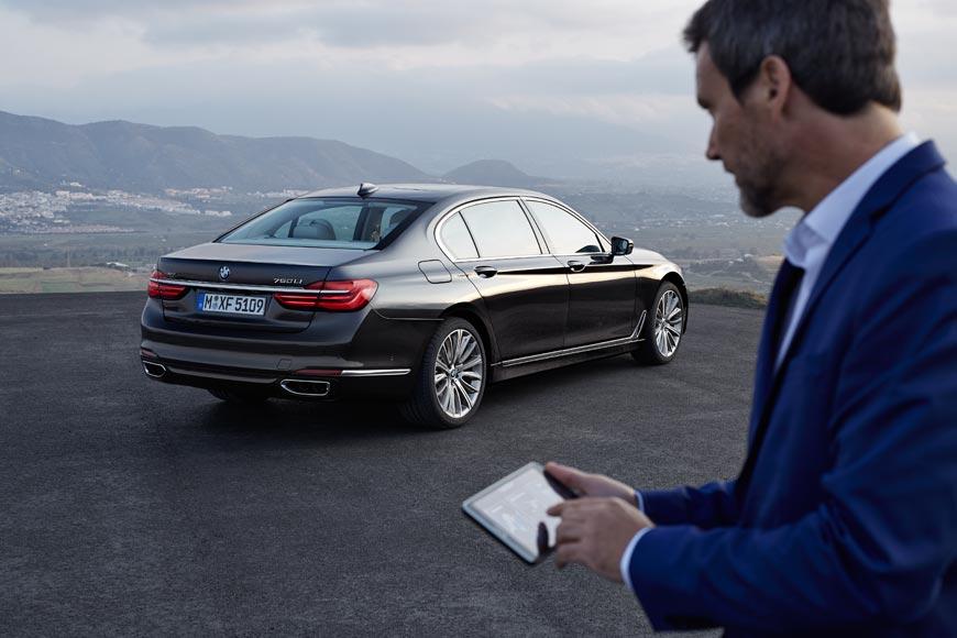 Automobil BMW 7 je první automobil, který umí sám zaparkovat!