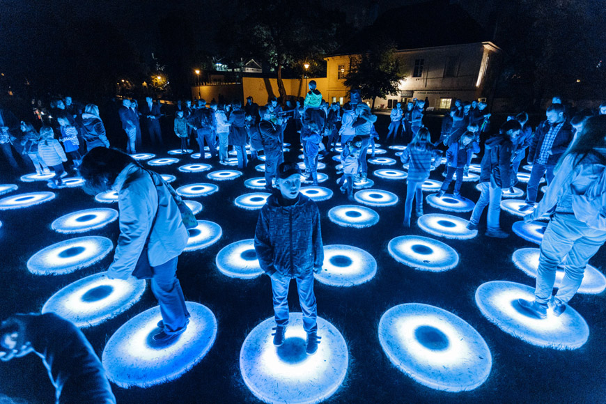 THE POOL, autor: Jen Lewin, lokace: park Kampa (interaktivní instalace)