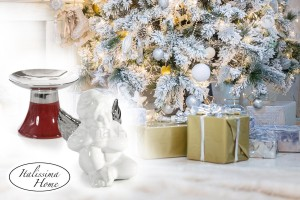 Tradiční červená a bílá se mají rády s metalickou stříbrnou i zlatou. Na vánočních ozdobách a dekoracích tvoří skvělé kombinace. (Zboží je z nabídky shopu Italissima.)