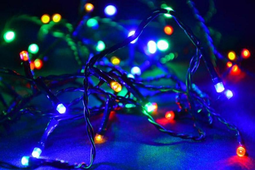 Extra dlouhé světelné LED řetězy, ani světelné řetězy v barvách – nic z toho dnes není problém.