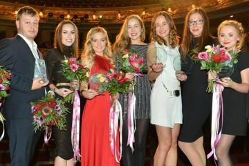 Znáte nejlepší české blogerky a blogery? Soutěž Blogerka roku 2015 a Bloger roku má svých osm nejlepších v jednotlivých kategoriích – tady jsou letošní nej blogy!