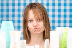 Akné vás může potrápit v každém věku. Navštívit dobré kosmetické studio je vždy zárukou rychlého odstranění akné.
