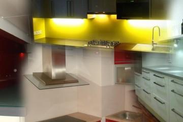 Skleněné obklady poráží v moderním interiéru keramické. Dodává je HM-sklo.
