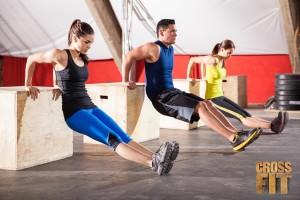 CrossFit je dnes jedna z nejoblíbenějších forem skupinového cvičení. Dokonale formuje postavu a udržuje kondici.