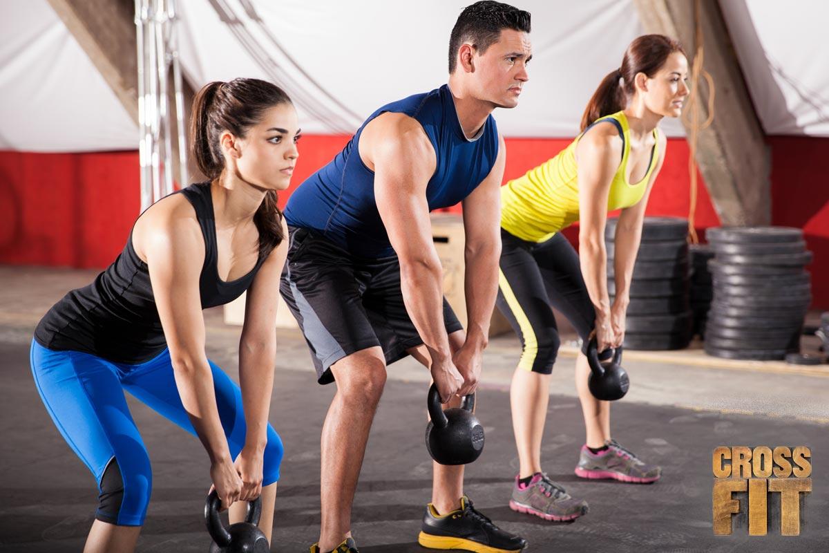 Silové cvičení je důležitou součástí CrossFit tréningů, ale rozhodně si nepředstavujte cvičení v klasické posilovně.
